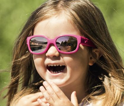 enfant avec des lunettes Cébé